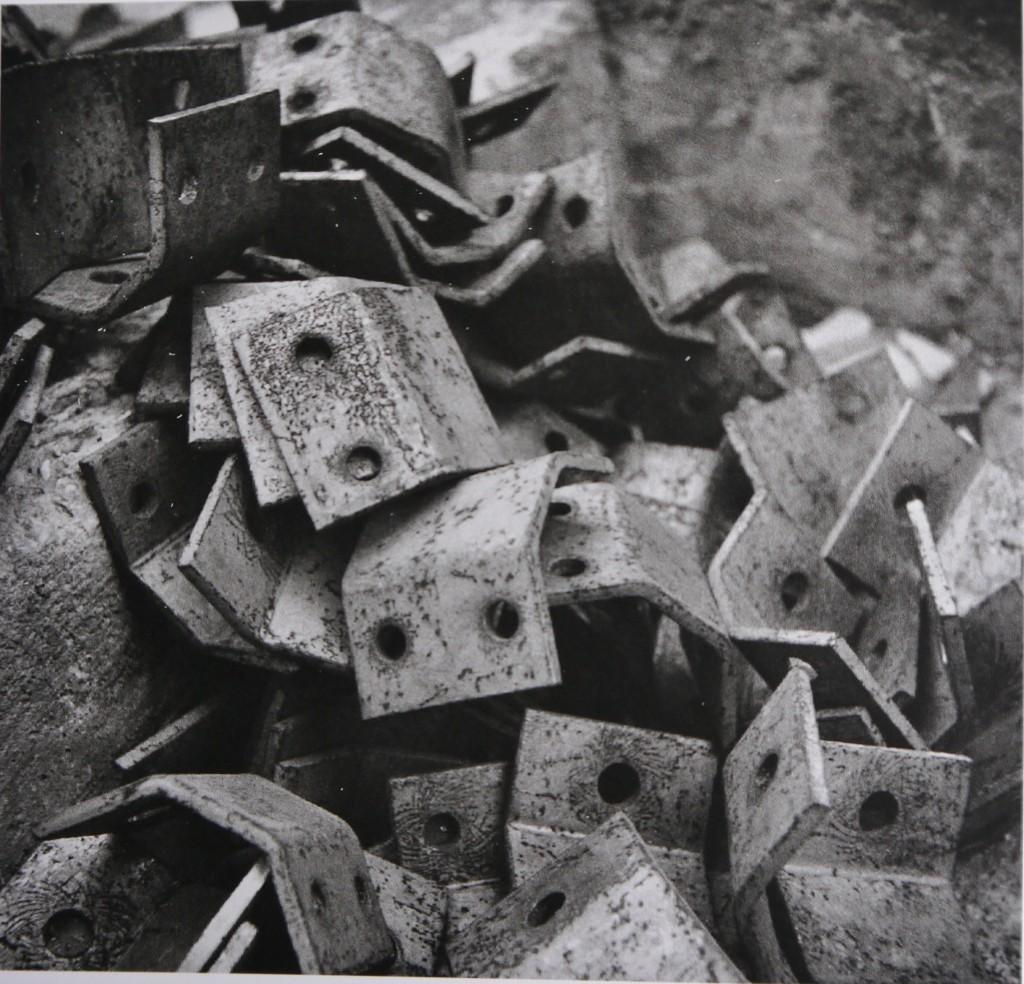 Accumulation d'équerres métalliques en désordre, Charlotte Perriand et Pierre Jeanneret, 1933