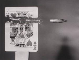 Harold Edgerton, Bullet cutting card, 1964