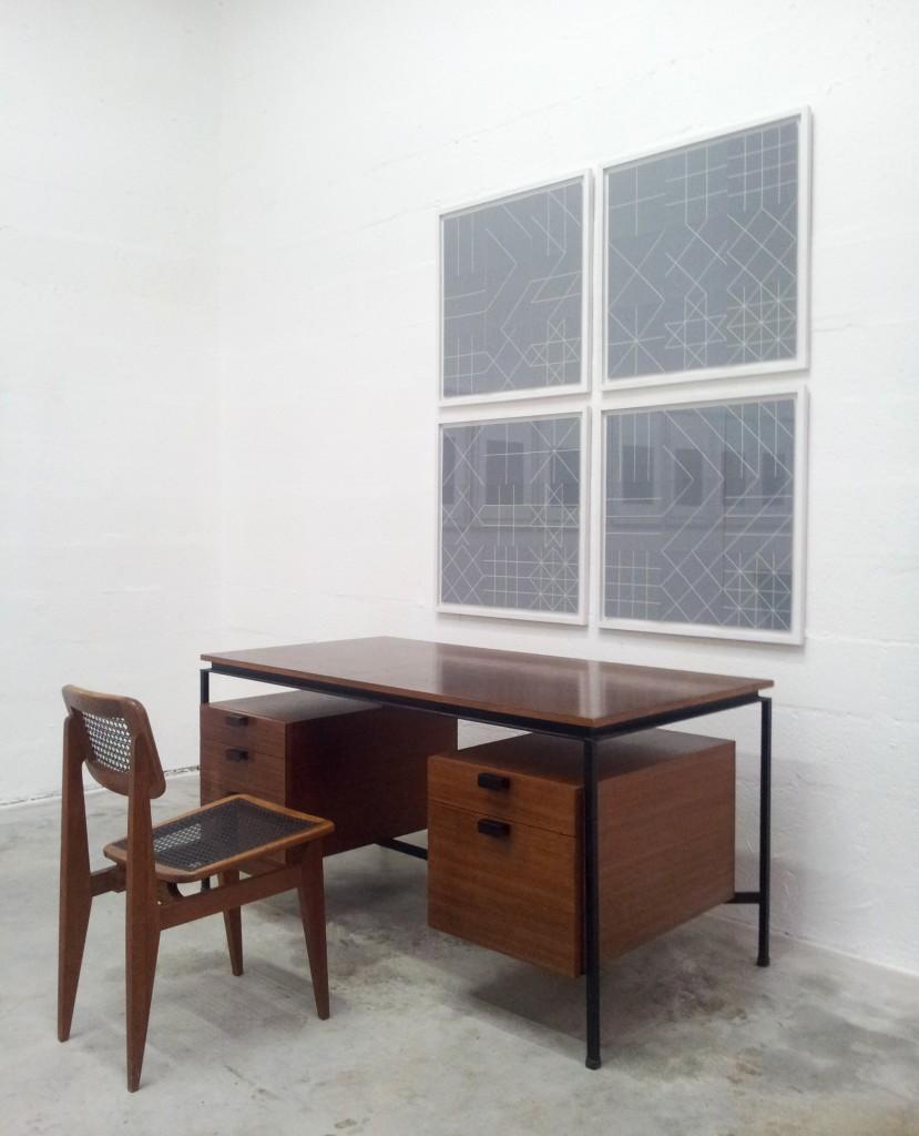 bureau cm 172 de pierre paulin au mur tableaux de claude pasquer art design tendance. Black Bedroom Furniture Sets. Home Design Ideas