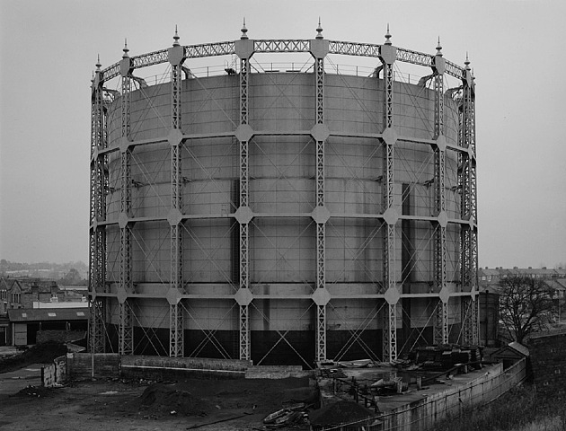 Bernd and Hilla Becher, Gazomètre, Londres Finchlay, 1966