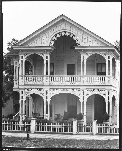 Walker Evans, Folk Victorian House with Front-Gabled Roof, Florida