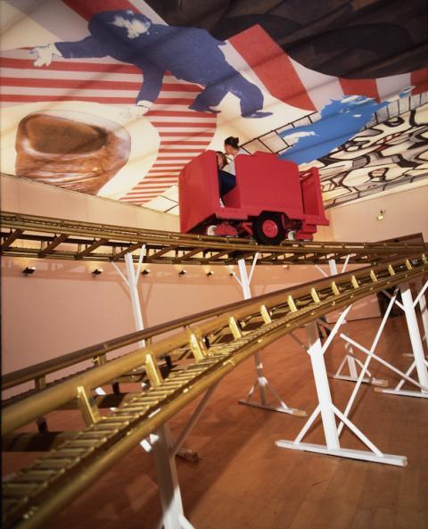 """Cai Guo-Qiang, Roller Coaster, 2001. Oeuvre créée in-situ dans le cadre de l'exposition """" An Arbitrary History """" au MAC Lyon (31/10/2001 - 06/01/2002) et acquise par le Musée"""