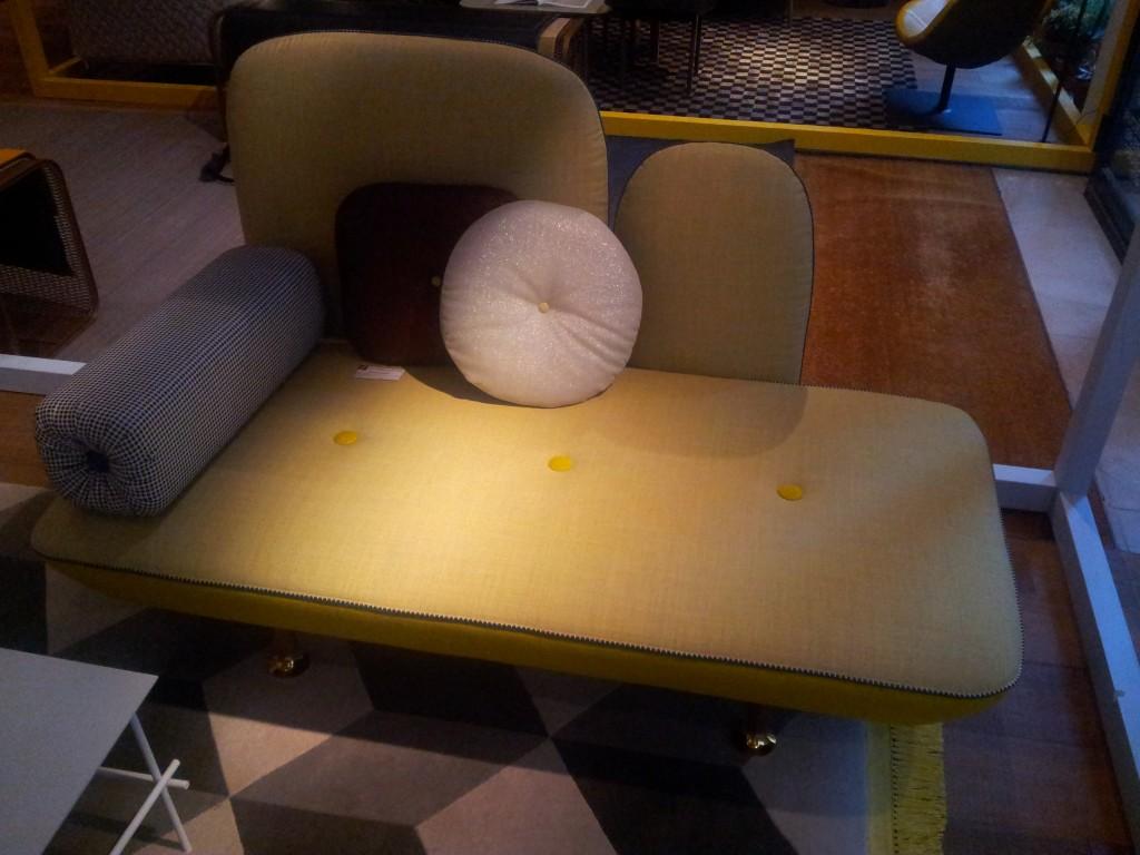 Trait de lumière sur le Canapé My Beautiful Back Side, Designers : Nipa Doshi & Jonathan Levien pour Moroso