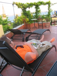 Les vacances, votre fidèle serviteur en pleine dégustation des vacances