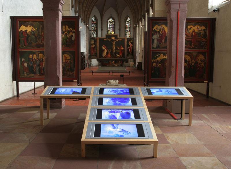 Sarkis, Au commencement le toucher, 2005, installation de l'oeuvre face au retable d'Issenheim
