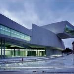 Parvis du MAXXI - Museo nazionale delle arti del XXI secolo à Rome, architecte : Zaha Hadid