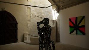 Au premier plan - Bernard Quesniaux, Vue Générale de l'Exposition #2, 2009. Au mur Bernard Quesniaux, Tableau de 7, 2012