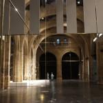 CAPC, vue sur la nef principale, en hauteur accrochages de l'exposition Markus Schinwald