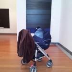 Mon fils admirant une des toiles de Pierre Soulages acquise par le Musée des Beaux Arts de Lyon