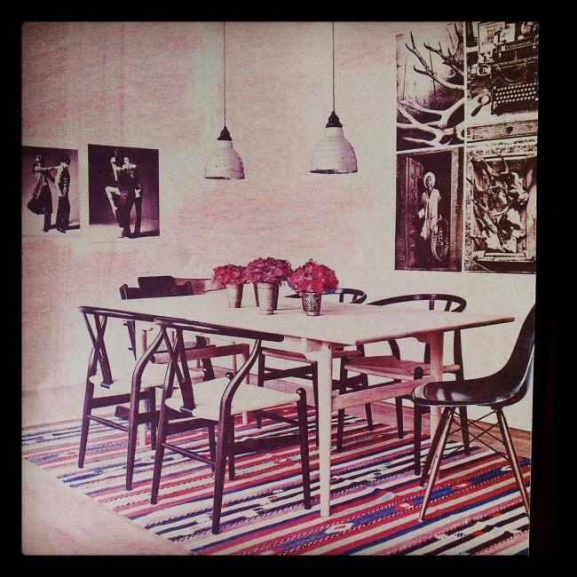 Table et chaises Hans Wegner, tapis anatolien, un savant mélange classico-ethnique !