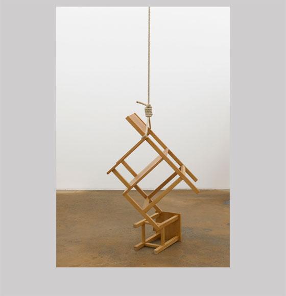 Philippe Ramette, Le Suicide des Objets : le fauteuil, 2001