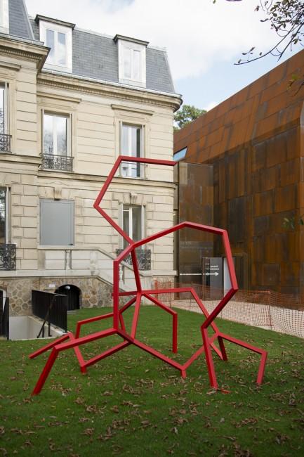Façade de l'entrée du 116, L'architecte Bernard Desmoulins a conçu la partie contemporaine du bâtiment en prolongement de l'ancienne Maison des artistes