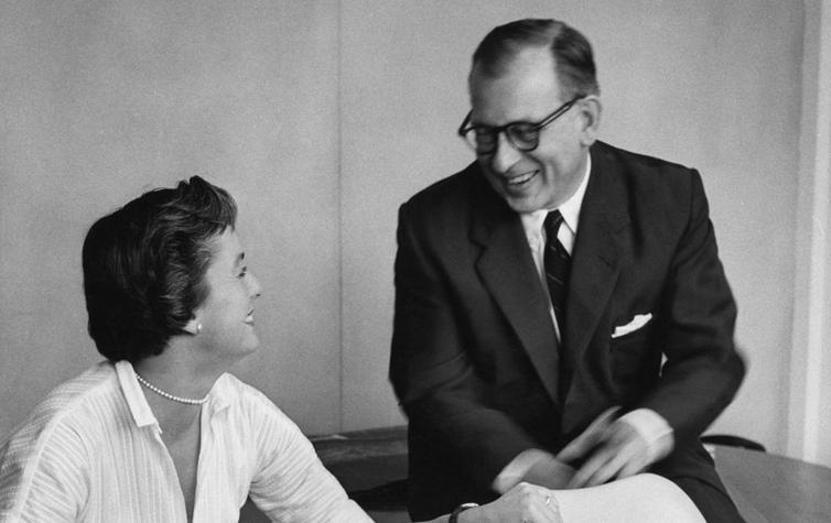 Florence Knoll avec le brillant architecte et designer américain d'origine finnoise, Eero Saarinen