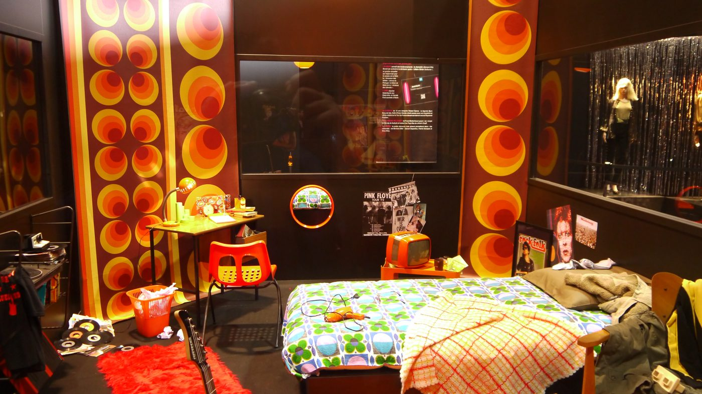 foire de lyon expo rock story les ann es 70 glam rock paillettes plastique et fluo art. Black Bedroom Furniture Sets. Home Design Ideas