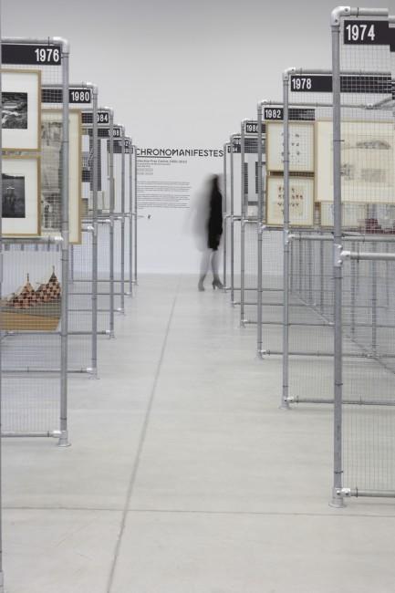 """Vue de l'exposition """"Chronomanifestes"""", Les Turbulences - Frac Centre, Orléans Une proposition de Bernard Tschumi 30 avril - 10 août 2014 Photographie : Diane Arques"""