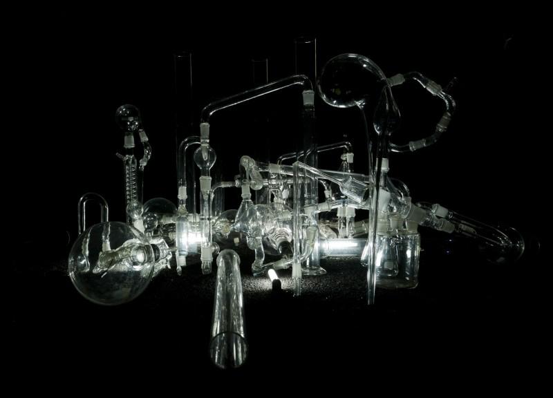 """Oeuvre de Cécile Beau, artiste de la collection qui expose à """"DOUBLE JEU"""". Cécile Beau C=1/Vpx, 2008  Sculpture Photographie : Cécile Beau Collection Frac Centre, Orléans"""