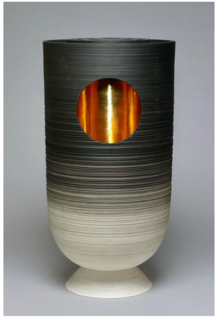 Pierre Soulages, Vase, 2000-2008. Réalisation Manufacture Nationale de Sèvres