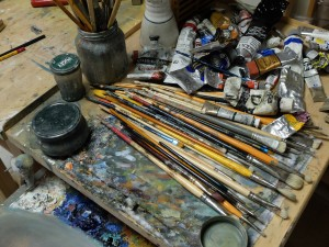 In Cornelia Komili's workshop, brushes and colours