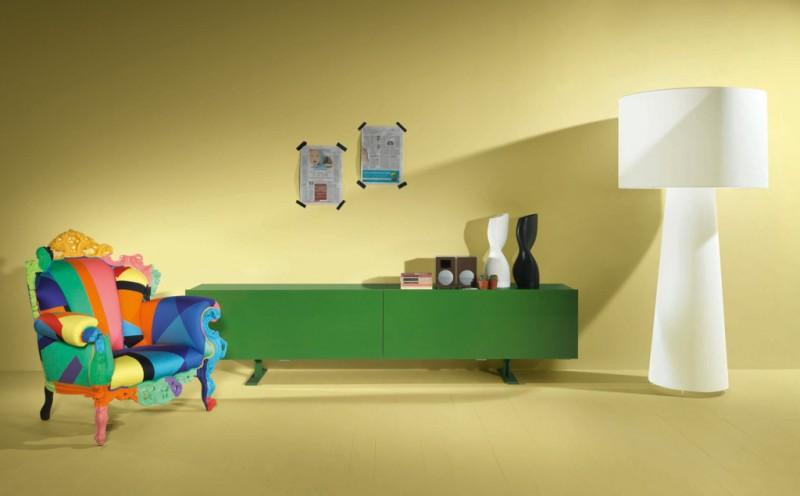 Décor contemporain. A droite lampe Big Shadow, un des grands succès  de Marcel Wanders, 2008. Editeur : Cappellini