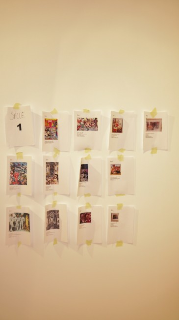 Au mur, descriptif des oeuvres qui figureront dans une salle du musée