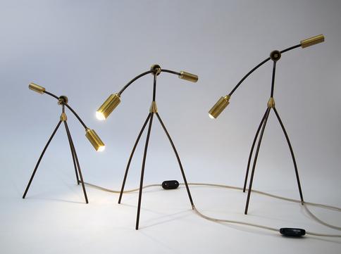 Lampe tripode lou force produite en series-limitées. Editeur : Séries Limitées.