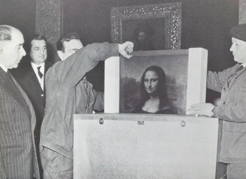 L'oeuvre d'art la plus célèbre conservée en France sortie avec précaution