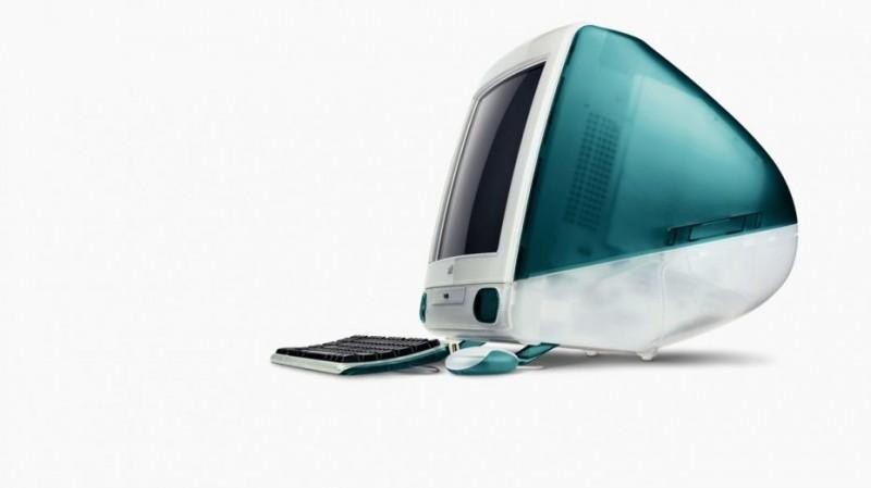 Le premier iMac est sorti en 1998, proposant pour 1300 $ : un processeur 233Mhz, 32Mb de RAM, un disque dur de 4GB et un écran de 15 pouces