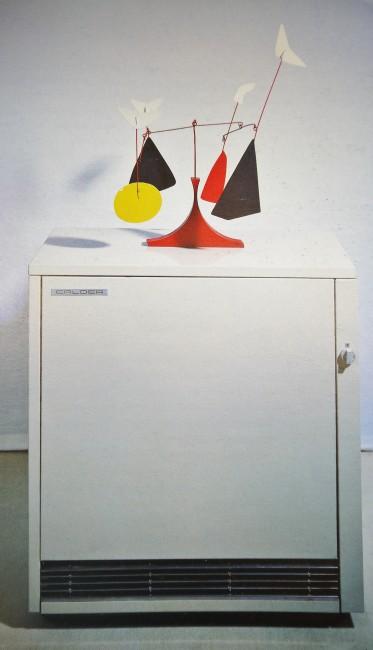 Bertrand Lavier, Calder Calder, 1988. Mobile sur radiateur, 130 x 85 x 38 cm