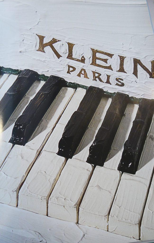 Bertrand Lavier, Klein, Détail, 2001. Peinture acrylique sur piano