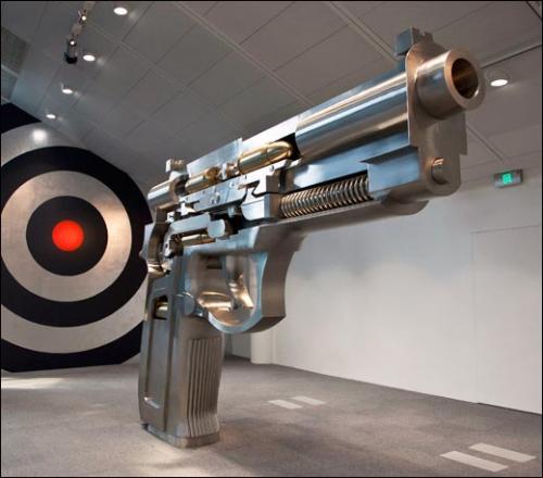 Wang Luyan, W Fire at Both Ends Automatic handgun D13-01,