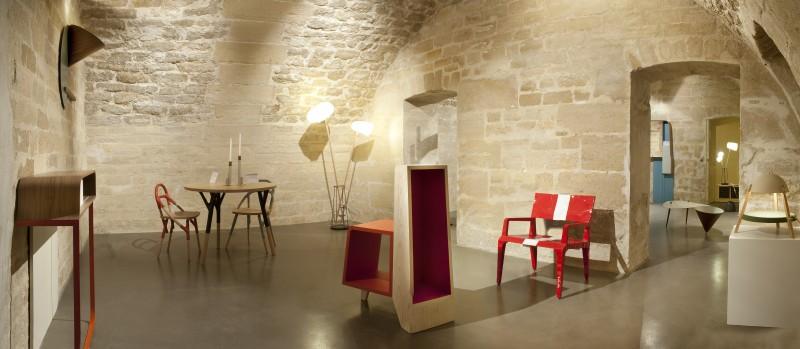 Galerie Gosserez, vue du sous-sol, les pièces rayonnent dans cette très belle cave voûtée. Au 1er plan,