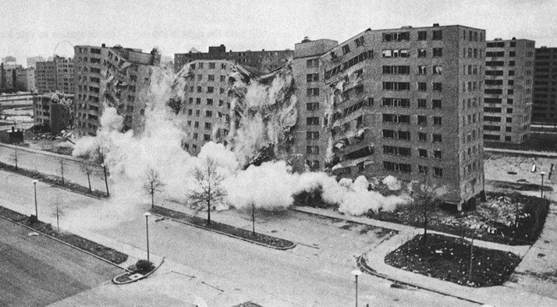 Destructution de l'ensemble de Pruitt-Igoe, Saint-Louis, Missouri