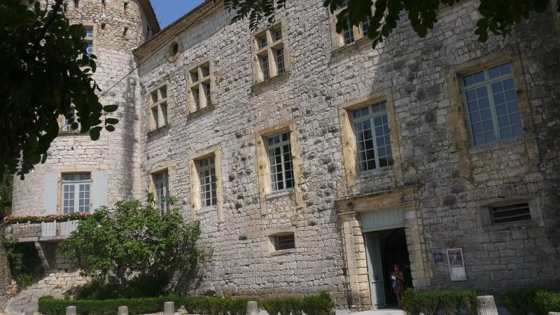 Façade principale du Château de Vogüé