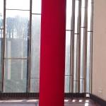 Anish Kapoor chez Le Corbusier, expositon au Couvent de la Tourette, Endeless Coulumn, 1992. Photographie FrançoisBoutard