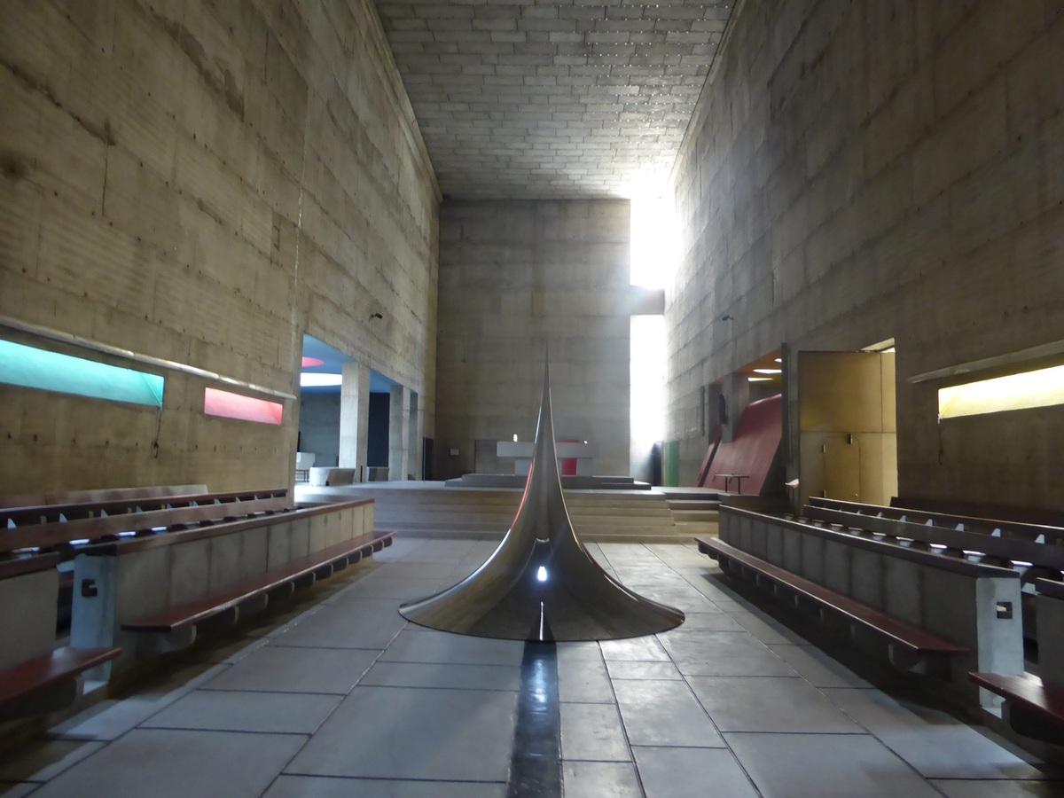 Anish Kapoor, Spire 4, 2007, acier inox, 300 x 300 x 300 lescurieuxdesarts.fr
