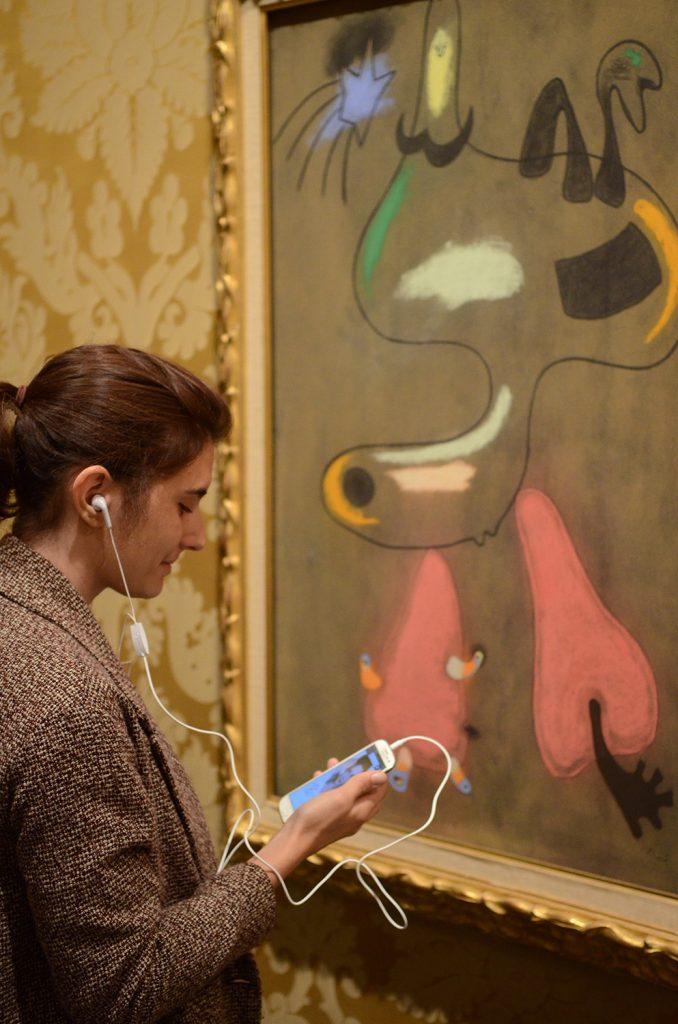 Musée des Beaux-Arts de Lyon, audioguide en ligne devant un tableau de Miró, exposition Jacqueline Delubac.
