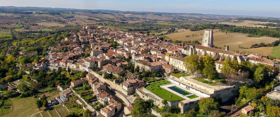 La ville de Lectoure étirée sur un promontoire rocheux