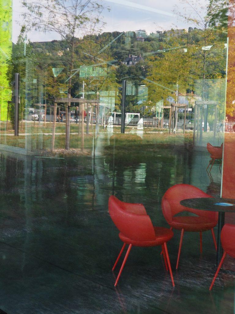 Guillaume Bourdon, travail sur les reflets dans le bâtiment qui abrite Docks Art Fair, siège de la société GL Events