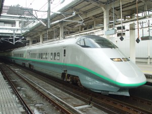 Une rame du Shinkansen série E3, design Kenji Ekuan
