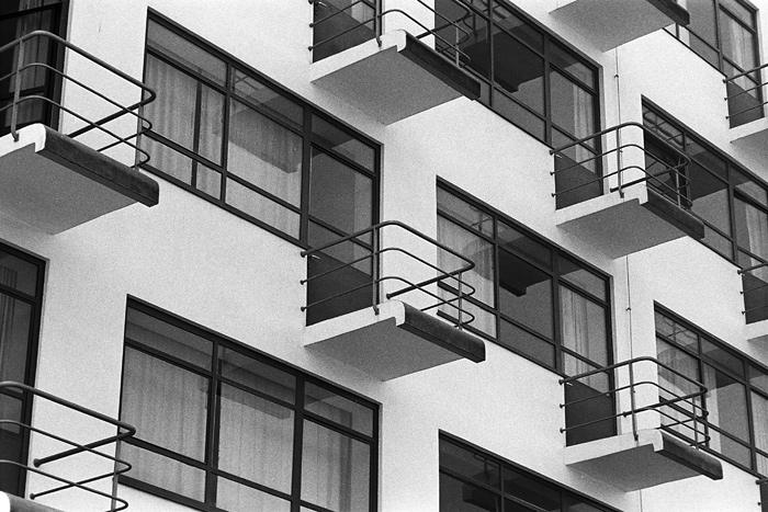Garde-corps en tubes d'acier, Ecole du Bauhaus