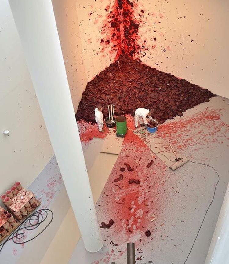 Cleaning up after Anish Kapoor (via @arttechspace)