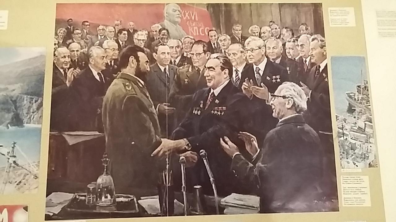 Ilya Kabakov, Le Navire, 1986. Vue de l'exposition Le Bonheur de Deviner Peu à Peu au MAC Lyon. Document de l'époque soviétique