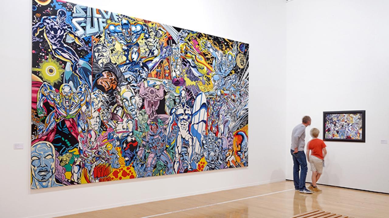 Vue de la Rétrospective Errró au MAC Lyon (3 octobre 2014 – 22 février 2015). A gauche le Silver Surfer Saga, une des  oeuvres préférées de l'artiste léguée à la ville de Lyon