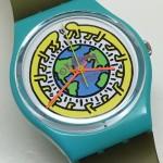 L'artiste Keith Haring a dessiné pour Swatch des modèles à l'image de ses créations, ici un modèle des années 80