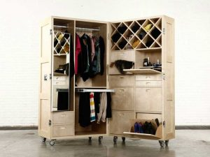 Naihan Li, collection The Crates, meuble garde-robe mobile. Photo via site blog.gessato.com