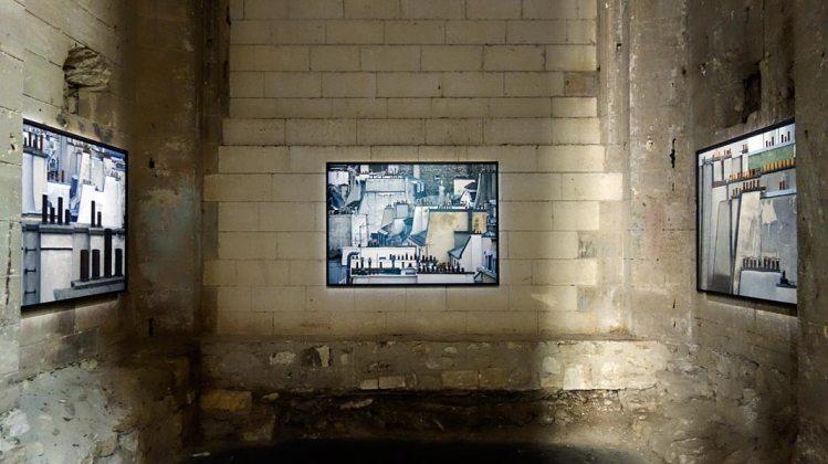 Vue de l'exposition, Michael Wolf, La vie dans les villes, série Paris Roof tops, 2014