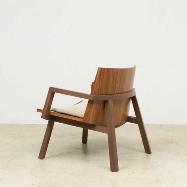 Fauteuil Serena. Design Claudia Moreira Salles