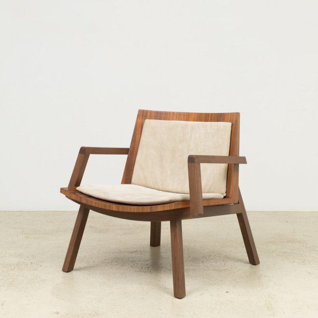 Fauteuil Serena. Design par Claudia Moreira Salles, 2012.