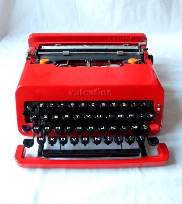 Machine à écrire Valentine, design Ettore Sottsass, marque Olivetti (1969).