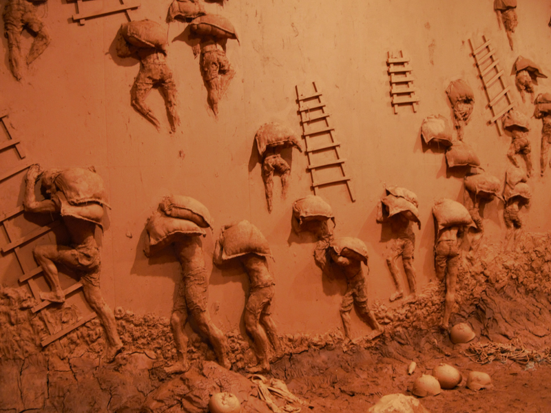 Vue de l'installation Shams au MAC Lyon. Abel Abdessemed.